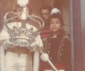 Imperador do Divino na parta da antiga cadeia pública no ato da libertação de uma preso comum